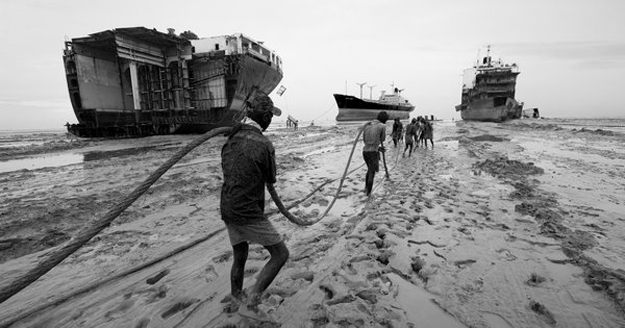 Bangladesh-shipbreaking-yard--iron-crow