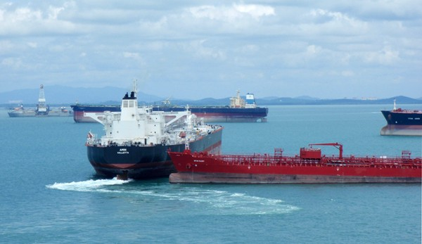 singapore near miss tanker collision