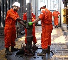 rowan drilling drillfloor pulling slips tripping pipe