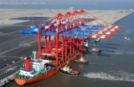 Ship Photo of The Week – Parking the World's Largest Container Cranes