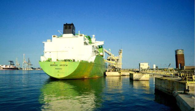 lng tanker offloading cargo