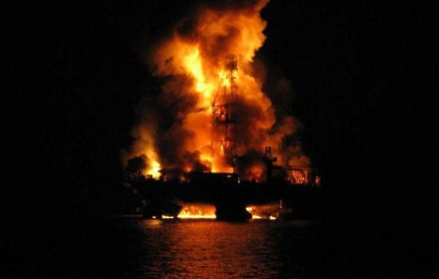 deepwater horizon night fire