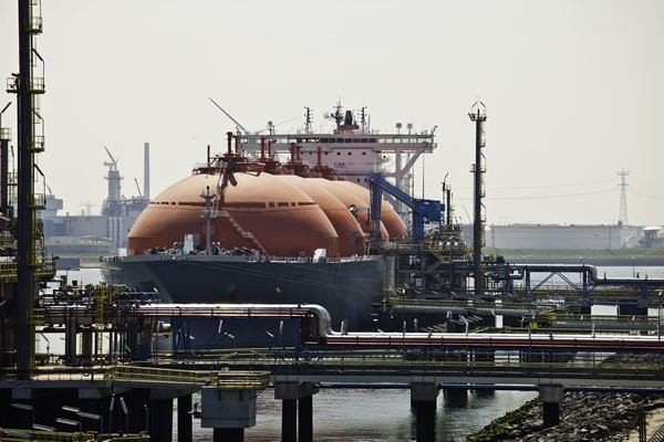 arctic voyager port of rotterdam lng carrier