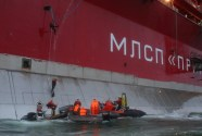 Russia Drops Charges Against Greenpeace Activists