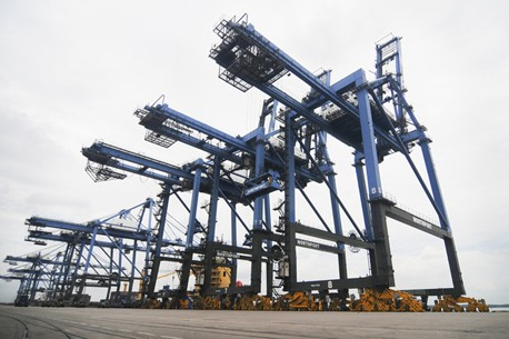 klang malaysia container cranes port shipping