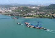PHOTOS: 'Left Coast Lifter' Transits Panama Canal