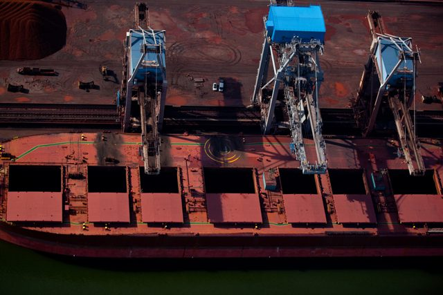 bulk carrier iron ore loading australia