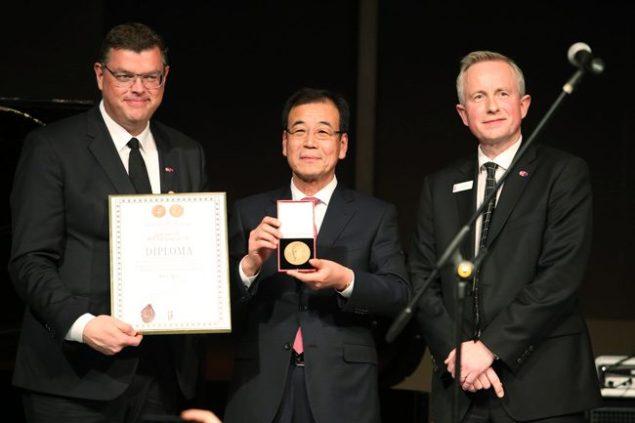 VIKINGs_Korean_partner_recognized_with_royal_Danish_award