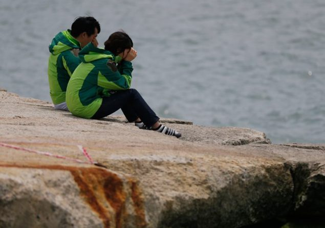 Family members of missing passengers on the capsized South Korean ferry Sewol cry as they look out to the sea at a port in Jindo, where family members of missing passengers gathered, April 22, 2014. (c) REUTERS/Issei Kato