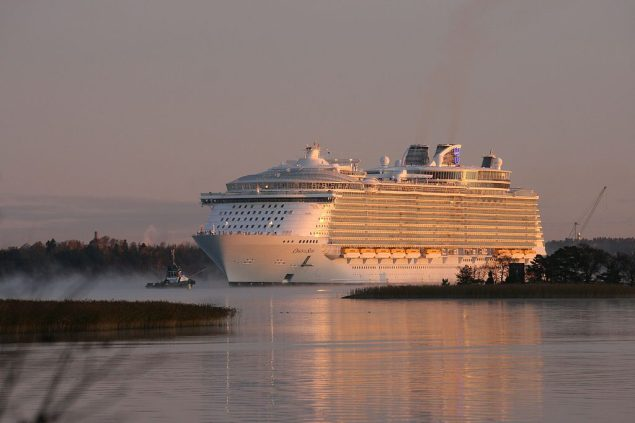Oasis of the Seas departs the STX Finland Turku shipyard in 2009. Photo (c) Zache/Wikimedia Commons