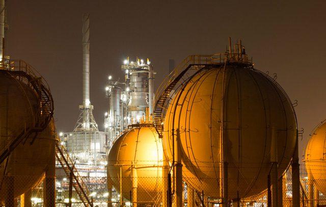 lng storage tanks refinery