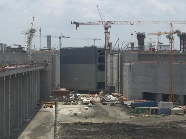 The last of 16 rolling gates is moved into place in the Panama Canal's Third Set of Locks, April 28, 2015. Photo: Panama Canal Authority