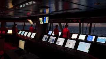 drillship dynamic positioning offshore navigation discoverer americas