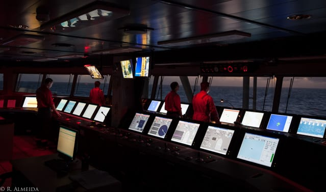 drillship dynamic positioning offshore navigation discoverer americas