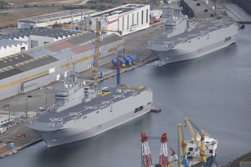 The two Mistral-class helicopter carriers Sevastopol (L) and Vladivostok are seen at the STX Les Chantiers de l'Atlantique shipyard site in Saint-Nazaire, western France, in this May 25, 2015 file photo. REUTERS/Stephane Mahe/Files