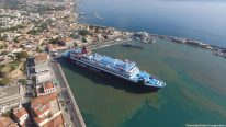 This Greek Island Ferry's Mooring Maneuver is a Thing of Beauty – Drone View