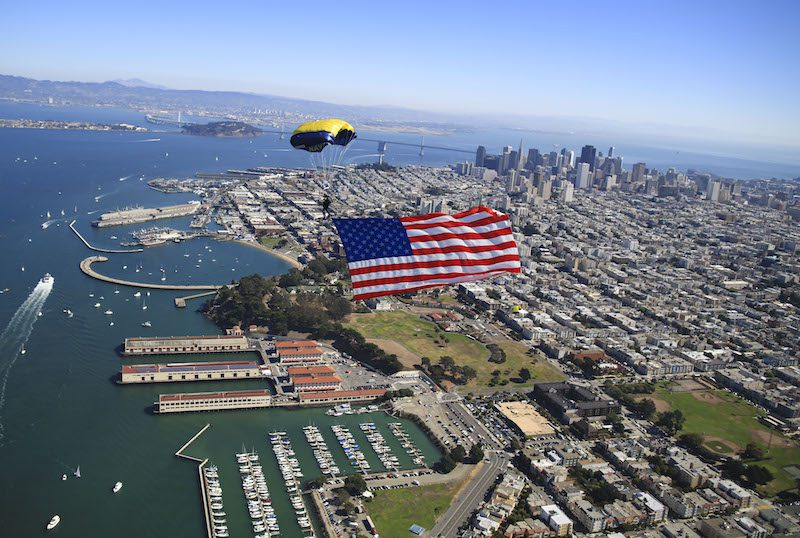 151009-N-IQ655-249 SAN FRANCISCO (Oct. 9, 2015) Members of the U.S. Navy Parachute Team, the Leap Frogs, perform a diamond formation during a skydiving demonstration at theSan Francisco Fleet Week Air Show. The Navy Parachute Team is based in San Diego and performs aerial parachute demonstrations around the nation in support of Naval Special Warfare and Navy recruiting. (U.S. Navy photo by James Woods/Released)