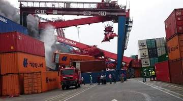 Major Damage After COSCO Containership Crashes Into Crane at Egypt's Port Said: Photos and Video