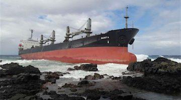 Salvors Prepare to Refloat MV Benita in Mauritius
