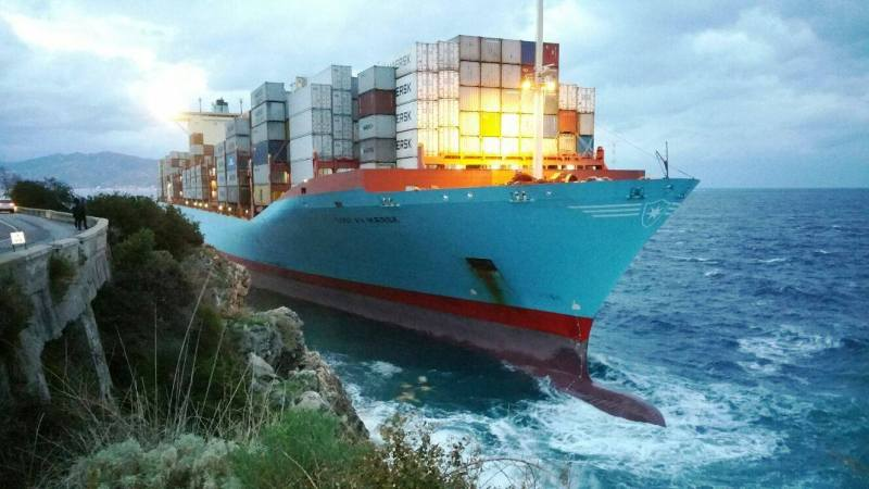 Gustav Maersk aground in the Strait of Messina, Italy, January 10, 2017. Photo credit: Italian Coast Guard