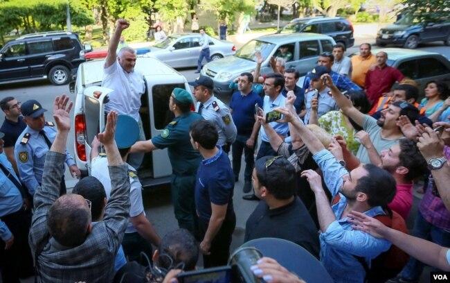 Mayın 29-da azərbaycanlı jurnalist Əfqan Muxtarlı Tbilisidə oğurlanaraq Azərbaycana gətirilib.