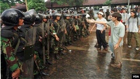 Gambar Dan Artikel Pelanggaran Ham Dampak Negatif Dan Positif Dari Pelanggaran Ham Di Indonesia Dan Mei 1998 Termasuk Kasus Pelanggaran Ham Yang Sampai Sekarang Belum