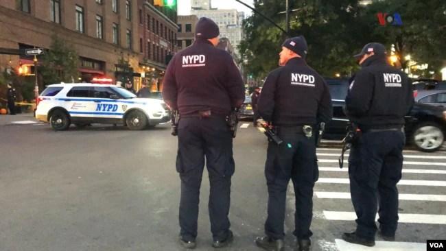 Oficiales de la policía de Nueva York investigan el incidente.