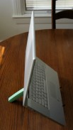 geardiary_cricket_laptop_stand_in_use_01