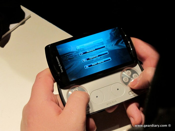 geardiary-chipchick-sony-ericsson-mobile-word-congree-pro-neo-play-98