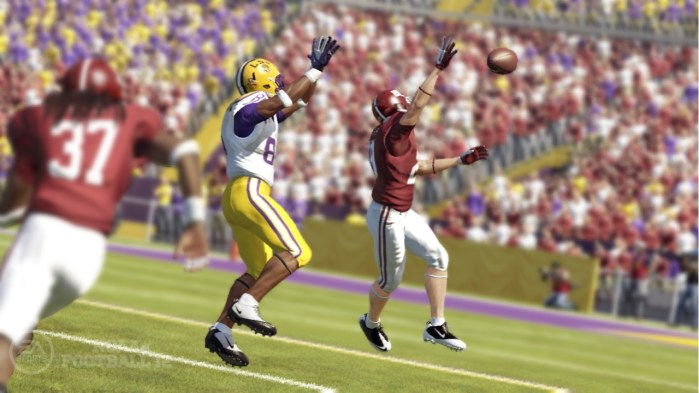 NCAA-Football-receiver