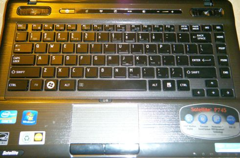 Gear Diary Notebook PC Review: Toshiba Satellite P745 S4250 Laptop photo