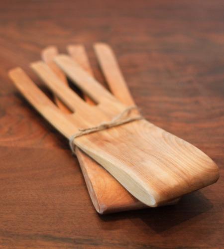 alder-and-co-maple-salad-hands