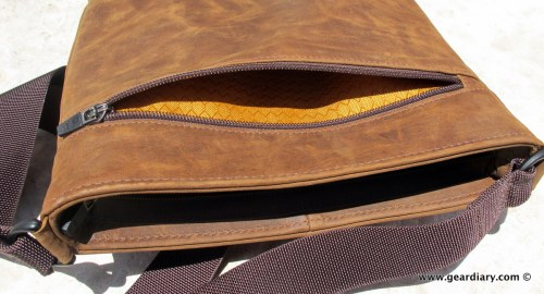 geardiary-waterfield-indy-ipad-bag-pockets