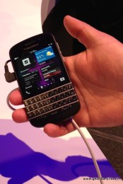 Gear Diary BlackBerry Q10 Hands On photo