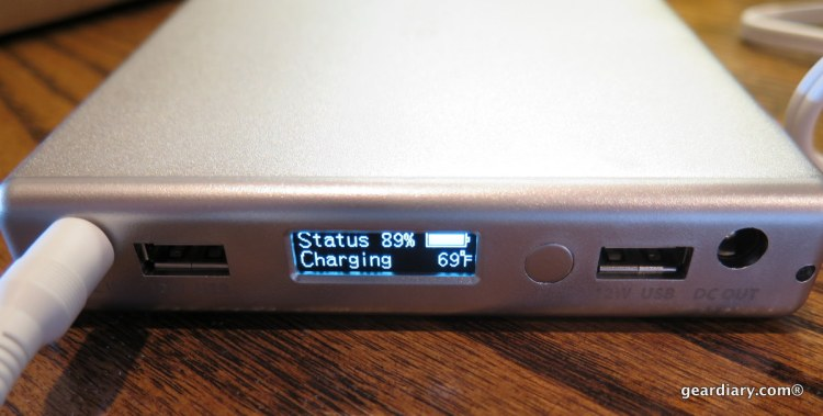 The OLED status box shows how much battery is left, whether it is charging or discharging, and the battery's temperature.