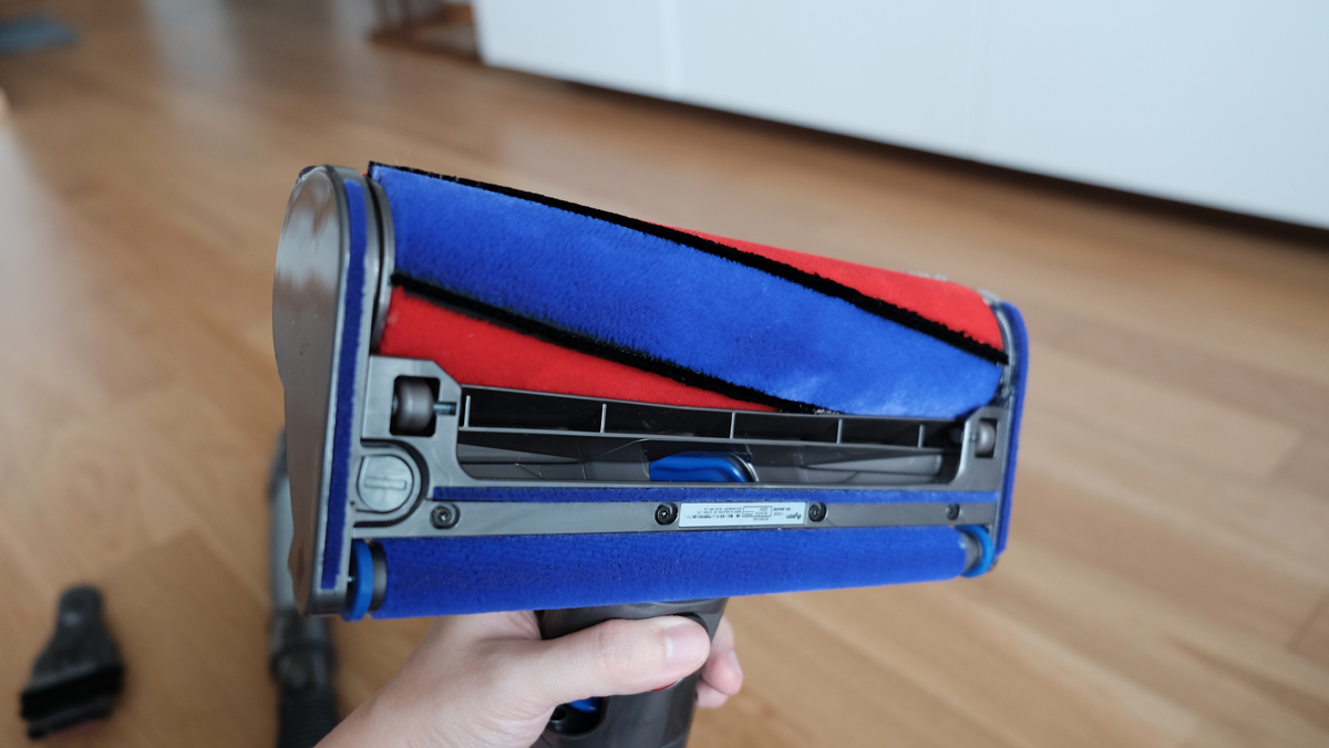 Geek Review Dyson V6 Fluffy Vacuum Cleaner Geek Culture
