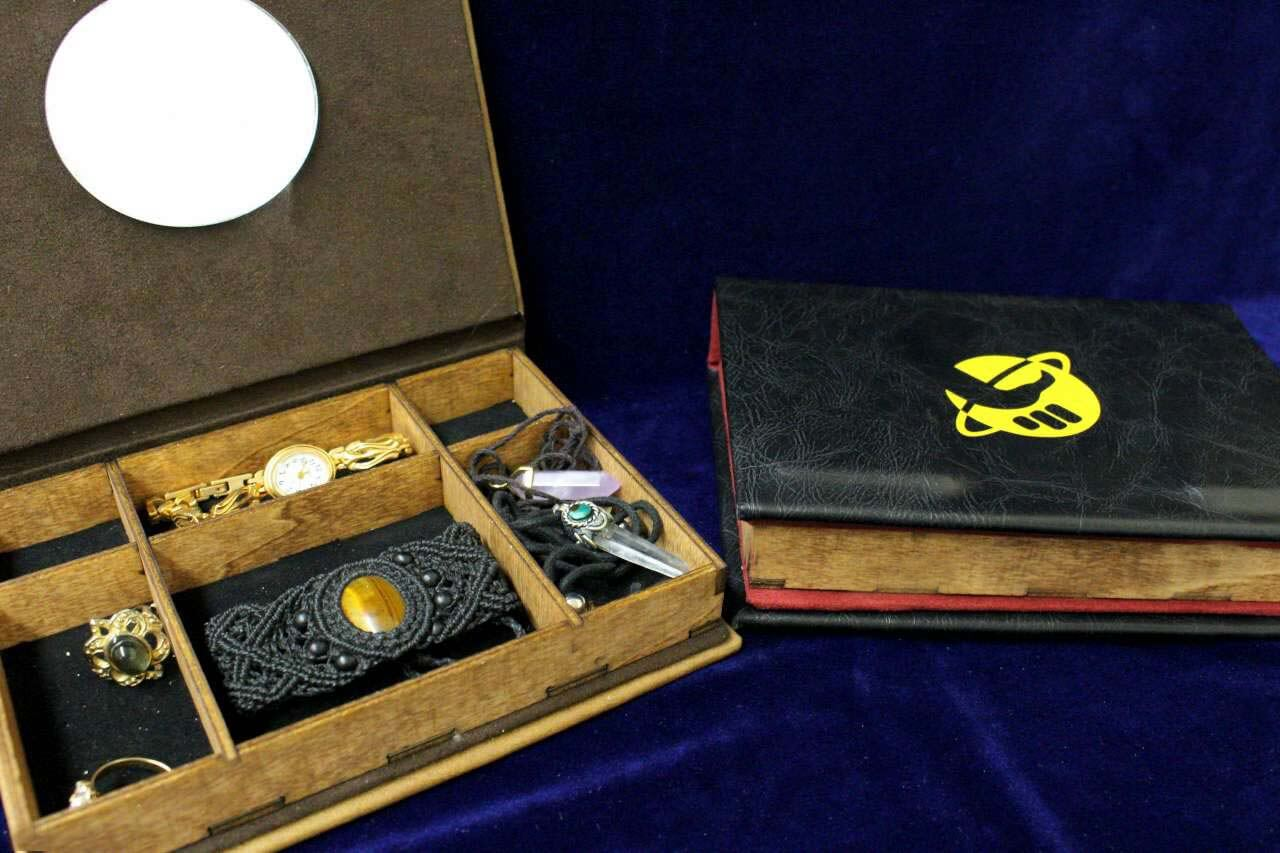 Replica ???? Hhgttg Hitchhikers Guide To The Galaxy Replica Jewelry Box