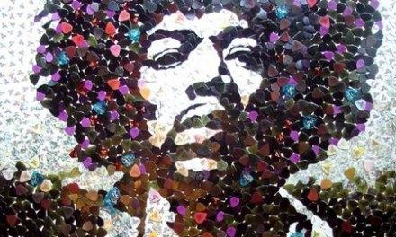 Se subastó un mosaico de Jimmy Hendrix hecho con púas de guitarra
