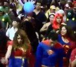 Superhéroes se enfrentan a los villanos para salvar la educación #Video