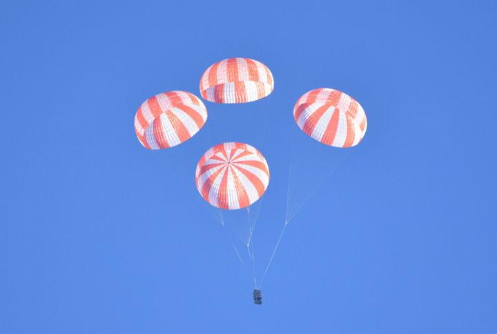 spacex-crew-dragon-parachutes