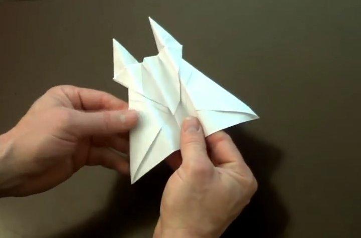 #DIY : 6 vídeos con guías para armar estupendos aviones de papel que vuelan lejos y muy rápido