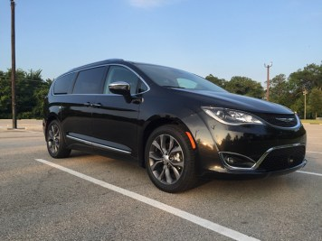 2017-chrysler-pacifica-limited-04