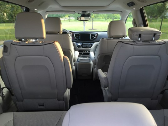 2017-chrysler-pacifica-limited-12