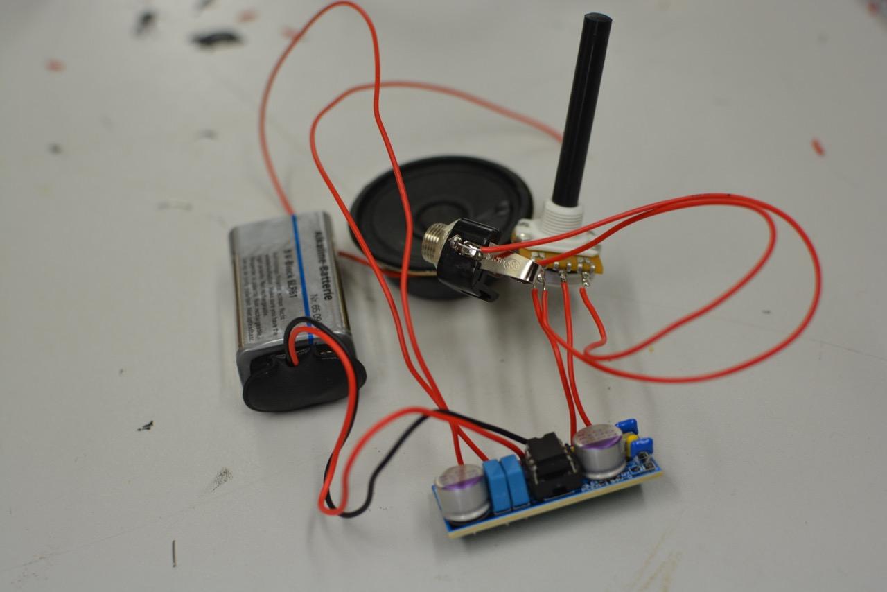 Glitch: Medientechnische Fehlfunktionen und Hardware Hacks in der elektronischen Musik