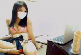 【個撮】ウェブカメラの前でマンコ濡れまくる素人娘