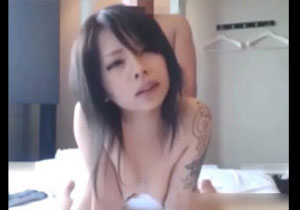 めっちゃ可愛くてタトゥーの入ったロック娘がオジサンに従順にハメられるエロ配信動画!