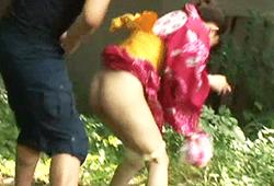 夏祭り会場にトイレが無く野ションしてた浴衣の10代小娘が目撃した男に強姦される☆