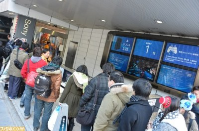 Japanese consumers line up for PlayStation 4 launch - Gematsu