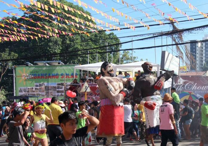 giant Pacquiao and Mayweather effigies