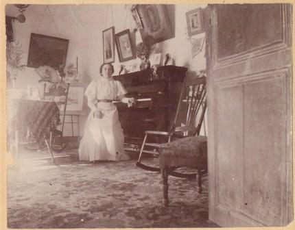 """Concepción """"Concha"""" (Luján) Newman (1884-1953), daughter of José Mauro Luján, with the first piano of El Paso"""